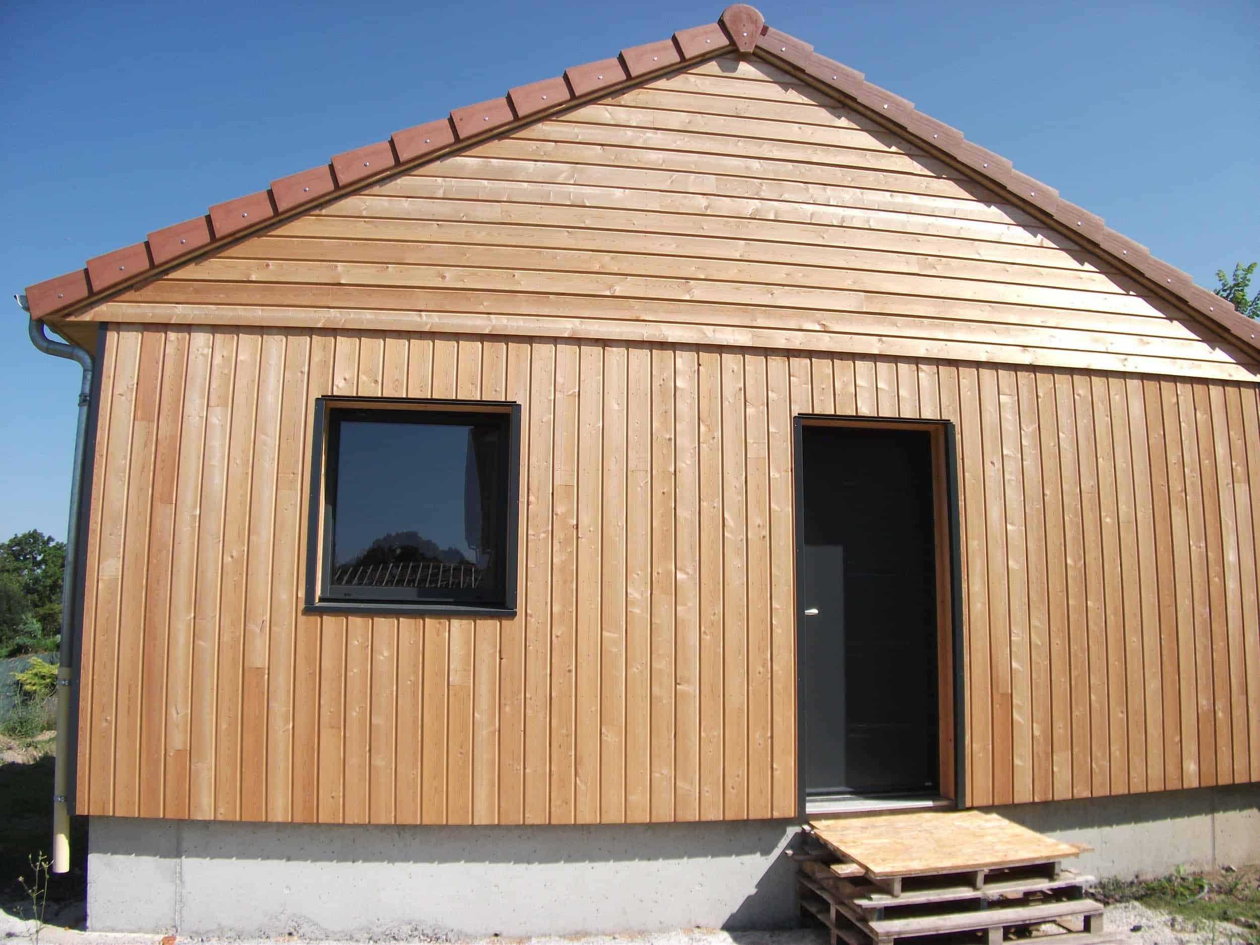 Construction-Ossature-Bois-Maison-Nature-Chasse-Saint-Genès-Champanelle-63-Façade-Extérieure-Entrée-5